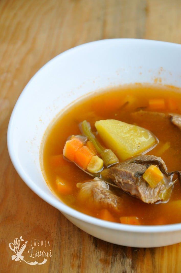 Ciorba de vacuta, reteta taraneasca foarte populara, hranitoare, usoara, cu multe legume