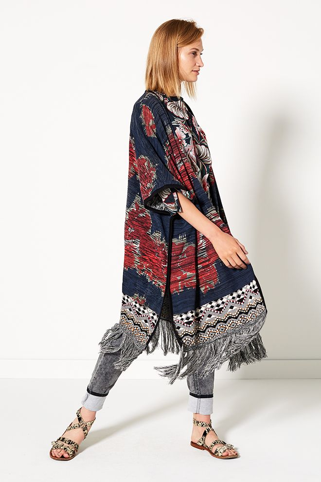 The Big Wave | Fashion | Poncho | Print | Bohemian | Blue | Red | Jeans | Grey | Lookbook