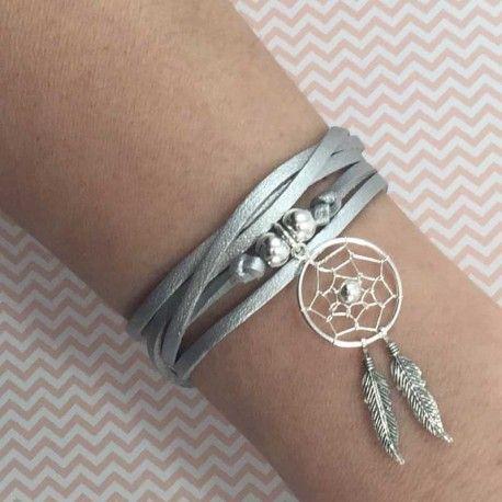 Bracelet suédine et attrape-rêve en argent 925. #bijoux #argent #argent925 #bracelets #colliers #joncs #médailles #soie #perles #toulouse #31 #foryou #4you #4you #cadeau #tendance #mode #femme #faitmain #surmesure Vous souhaitez en savoir plus : visitez le site de l'Atelier 4 You ! http://latelier4you.com/