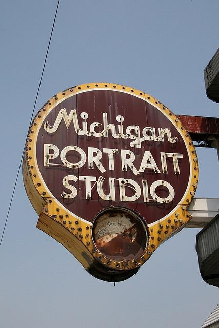 Michigan Portrait Studio, vintage neon, Michigan Avenue, Chicago.
