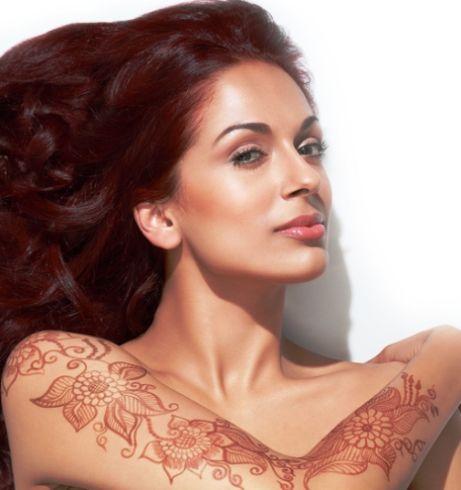 The Reshma Henna Tattoo Kit applies a beautiful, temporary henna tattoo that will last 2 to 4 weeks. Kit includes: Henna powder Oil- Design stencil Applicator brush