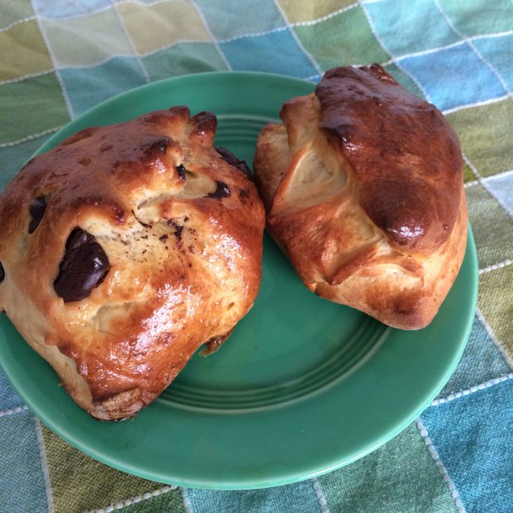 Ah, the glorious Schoggiweggli. How we have loved you. Schoggiweggli are a perfect snack. Little buns the size of an American dinner roll that are studded throughout with just the right amount of c…