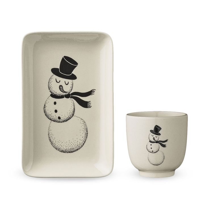 Christmas is served! This lovely set includes a rectangular plate and a matching bowl. Use this set for breakfast or for an afternoon snack.