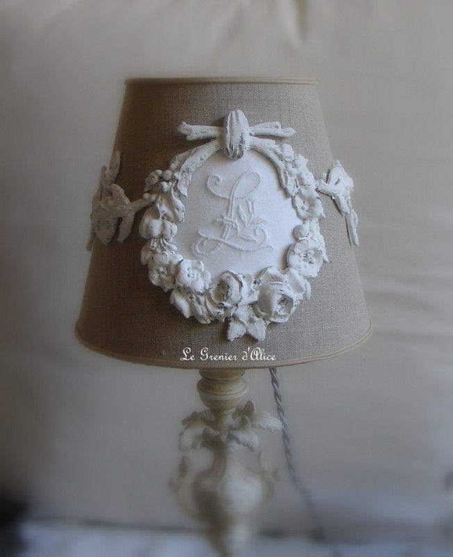 Abat jour forme conique avec ornement (sans pied de lampe) shabby chic et romantique