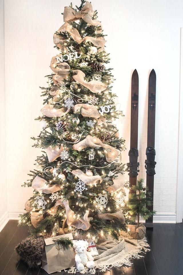 9 Gorgeous Ways to Add Ribbon to Your Christmas Tree DIY Projects