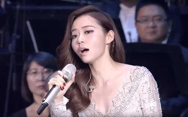 Jane Zhang performs the Diva Song from the movie 5th Element, which was previously considered impossible for the human voice.