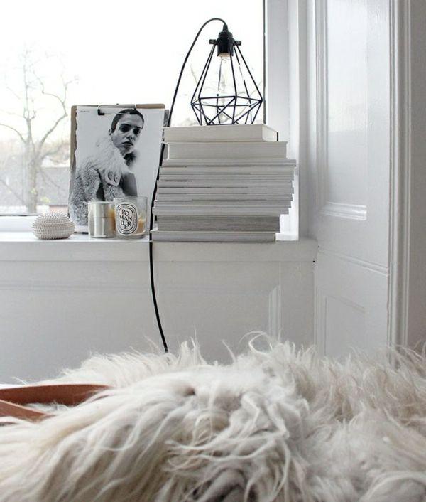 comment on peut cr er une chambre cocooning lampe de chevet murs blancs et chevet. Black Bedroom Furniture Sets. Home Design Ideas