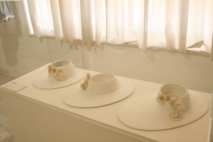 "Laquered wood and porcelain Jessica García, ""Tocados Kinder"""