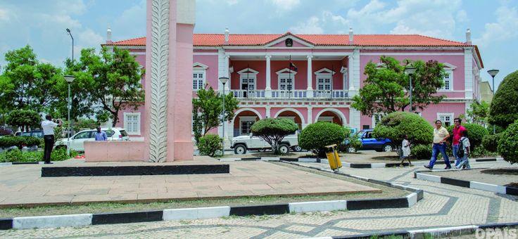 Escola Superior do Bié, Angola: A Escola Superior Pedagógica do Bié (ESP-Bié) lançou em 2014 um total de 487 licenciados para o mercado de trabalho, formados nas áreas de psicologia, matemática, geografia, pedagogia e física