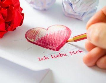 Liebesbeweise in der Partnerschaft Kleine Aufmerksamkeiten und große Liebesbeweise sind Balsam für jede Beziehung. Zeigen Sie Ihrem Partner oft genug, dass Sie ihn lieben?  #vidensus   #Liebesbeweis   #Kartenlegen   #Hellsehen   #Wahrsagen