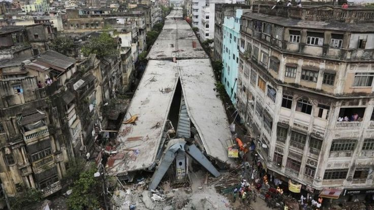 Hopes are fading in the Indian city of Kolkata (Calcutta) of finding more survivors trapped under a collapsed flyover.