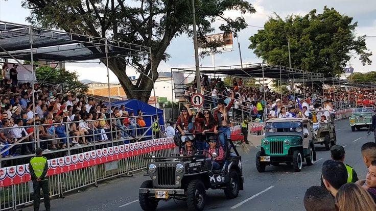 Así fue el Desfile Autos Antiguos y Clásicos en la #FeriaDeCali2017 Carr...