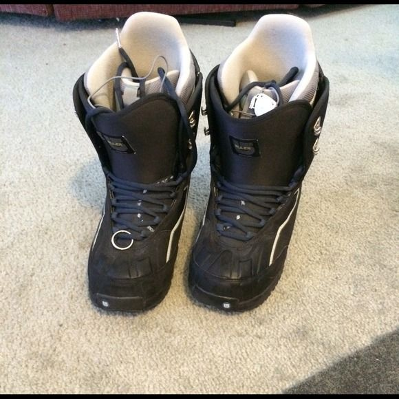 Women's Burton Ruler Snowboard Boots Near new condition!  Black women's Burton Ruler Snowboard boots.  Size 10. Burton Shoes
