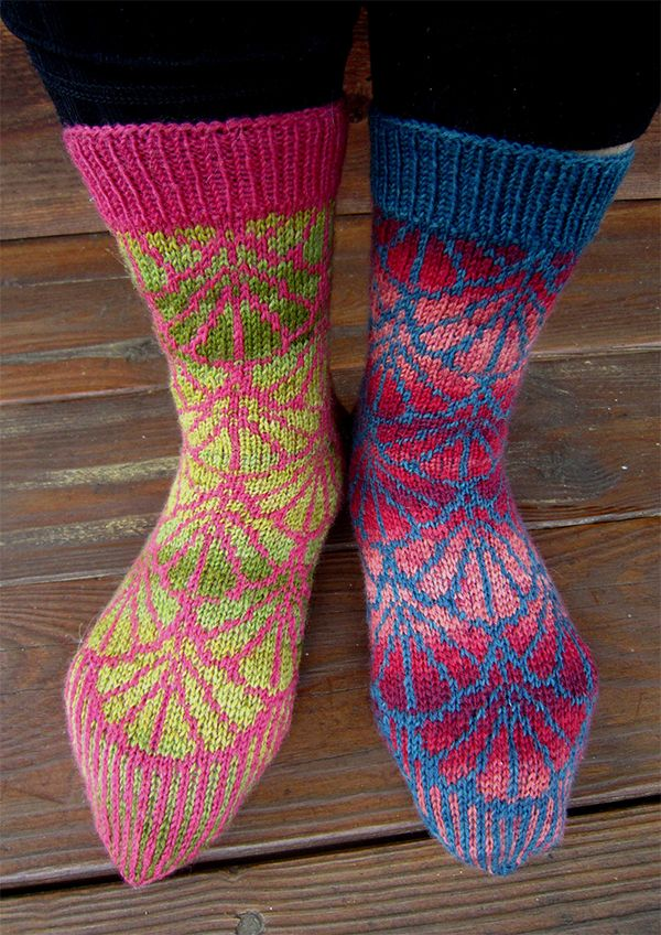 Free Knitting Pattern For Gingko Socks Dog Or Cat Sweater In
