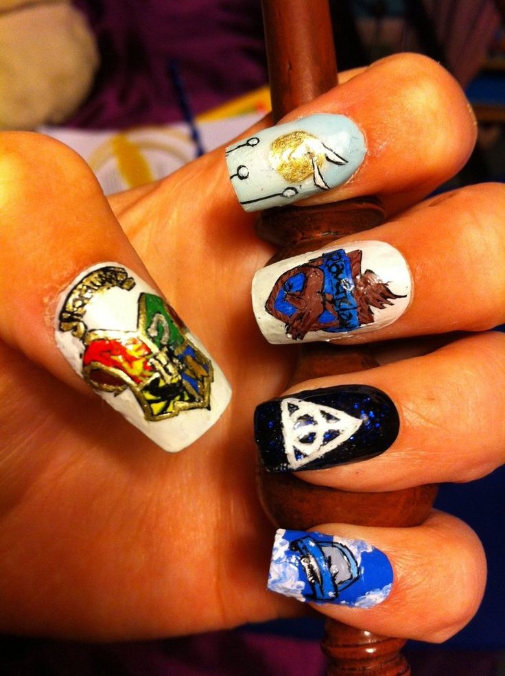 Harry Potter Nail Art but instead of ravenclaw  law probably griffindor