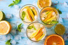 Меню для пикника: 5 вкусных освежающих напитков Пикник на природе с семьей и друзьями — всегда долгожданное событие. Ведь это законный повод побаловать их чем–то необычайно вкусным. Шашлыки и прочие изыски на мангале мы готовим на природе. А вот дома можно сделать прохладительные напитки, которые доставят не меньше удовольствия. #едимдома #пикник #меню #идеи #рецепты #напитки