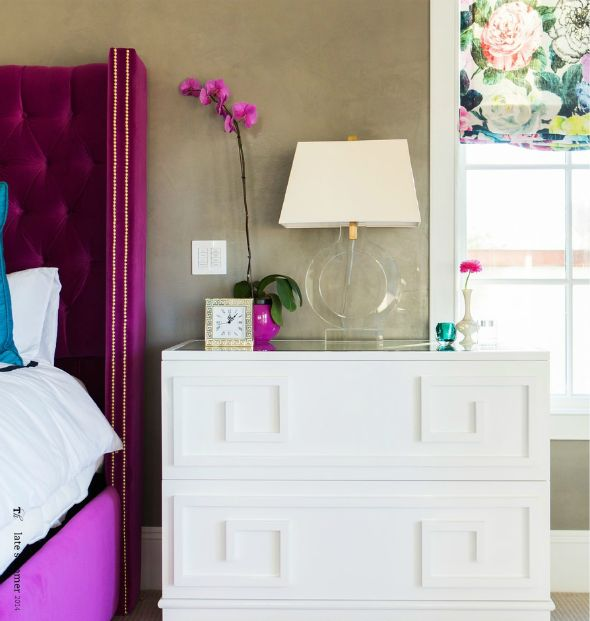 Tan walls + magenta accents! Bedroom from Mix and Chic.