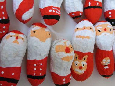 食べるクリスマスのお客様に、ささやかなクリスマスプレゼントを用意していました。ジーマーミー(ピーナッツ)サンタクロース(作り方解説付き)と、クリスマス絵馬...