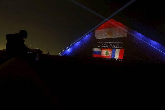 La pyramide de Khéops aux couleurs de la France, du Liban et de la Russie - L'Orient-Le Jour