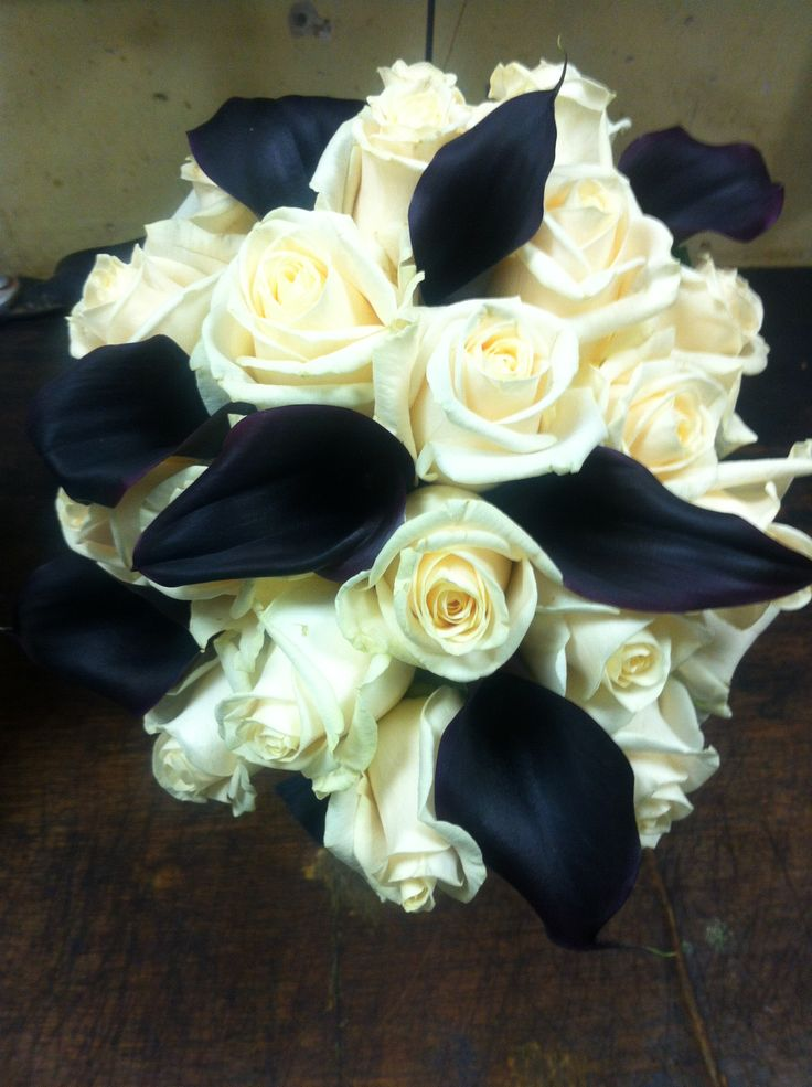 Calla lilies and rose bouquet for a wedding based on the 1920s era
