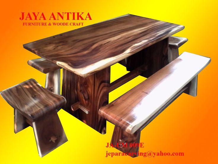 Kode : JA-SM009e Nama : Set Meja Makan Bangku Sate 5   Set Meja Makan Bangku Sate 5 produk dari Jaya Antika, terbuat dari kayu pilihan yang dikerjakan oleh tukang kayu yang sangat profesional dalam pembuatan set meja makan.Set Meja Makan Bangku