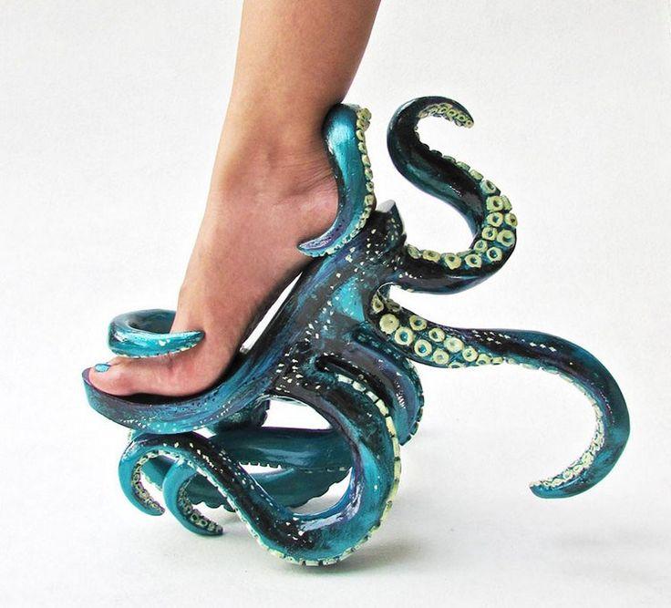 Podría decirse que estos zapatos están diseñados para formar parte de un disfraz para alguna película de ficción, pero lo cierto es que se trata de creaciones realizadas por Kermit Tesoro, un filipino que se ha hecho relativamente famoso por estos zapatos de tacón.Más en su página de facebookPublicidad
