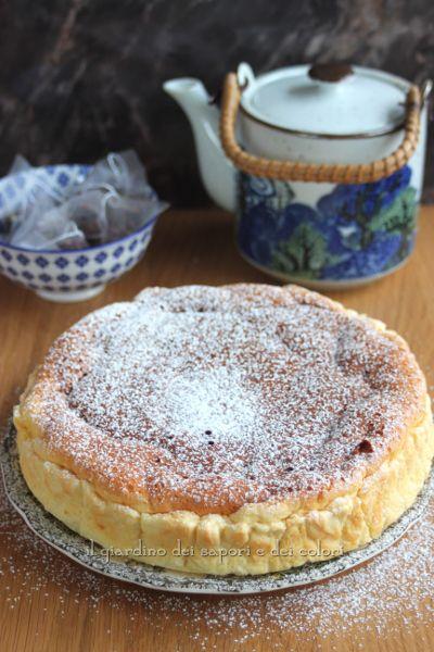 L'idea era di fare la cheesecake giapponese ma, non so se si può chiamare tale, perché ho deciso di usare la ricotta, che adoro, al posto del formaggio cremoso. Le dosi sono uguali a questa ricetta