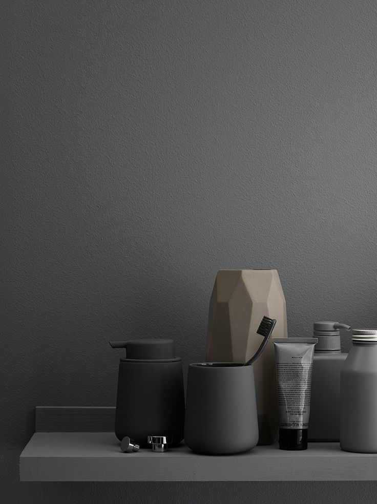 Muuto - Shades vase #muuto #muutodesign Monochrome living grey wall nordic style