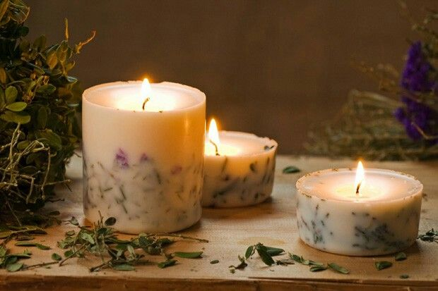 Completely handmade by artisans using only 100% natural all-soy wax, the finest lead-free all-cotton wicks and herbs from the Latvian countryside, Munio Candela brings candle making to another level.
