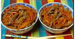 Fabulosa receta para Ternera picante con zanahoria. Otra receta clásica de los restaurantes chinos.....sin lugar a dudas es uno de los platos que más me gusta. Para su elaboración hay que utilizar una carne muy tierna para que resulte jugosa y no quede jasca....esta es de rabillo de ternera. Es una receta muy sana al llevar menos carne y más verdura.