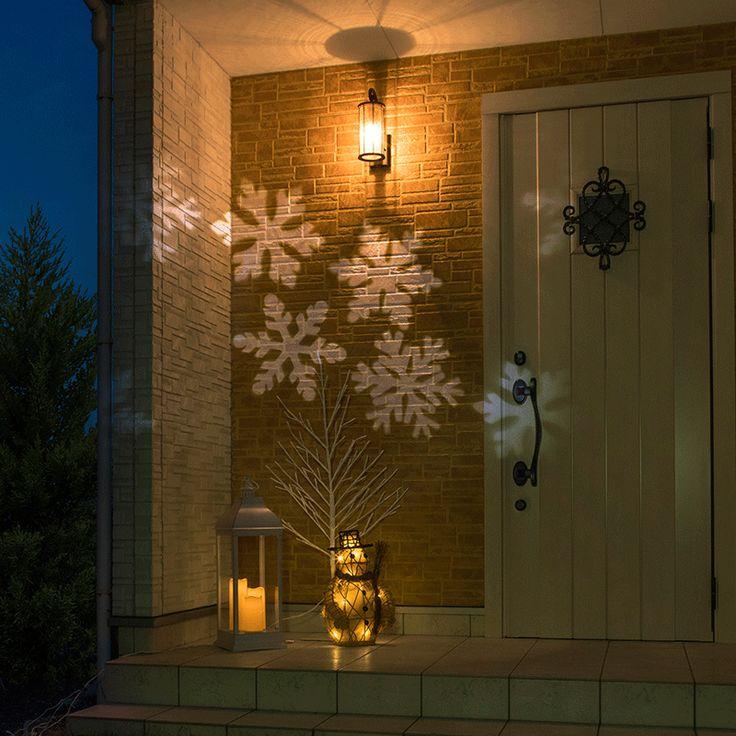ローボルト ガーデンモーションプロジェクター スノーフレーク 一つのライトで広範囲に光の雪の結晶を映し出すレーザーライト 商品コード75366600 ポイント54 型番 :LGL-PR01 JANコード :4975149753666 材質 :ABS樹脂、ガラス 幅 :約9.1cm 奥行 :約11.4cm 高さ :約10cm 重量 :約0.5kg 備考 :●コード全長:約5m ●使用環境:屋外/屋内 ●LED色:ホワイト ●LED数:4球 ●定格電圧:DC 12V ●消費電力:約4.4W