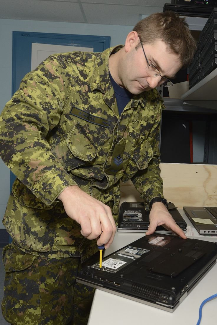 Master Corporal Kirk Kreitzer, an aerospace telecommunication and information systems technician at 16 Wing Borden, Ontario, prepares a laptop computer for a hard drive test and reimage. PHOTO: Master Corporal Miranda Langguth