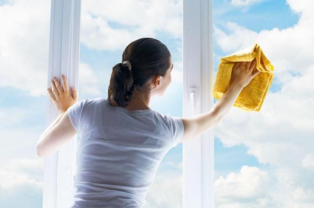 Sprzątamy: Jak szybko i skutecznie wyczyścić okno w kuchni? #porządki #sprzątanie #kuchnia #okno