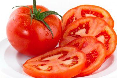 Cà chua giúp chữa bệnh hôi nách cũng rất hiệu quả.