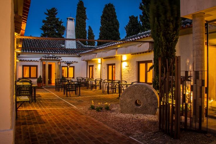 Hotel La Salve - Torrijos (Toledo) - Patio interior al anochecer