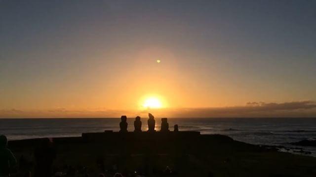 Atardecer en la Isla de Pascua . . . . #instavideo #isladepascua #easterisland #atardecer #beautiful #sky #moai #instachile #instagood #instalike #instacool #nature