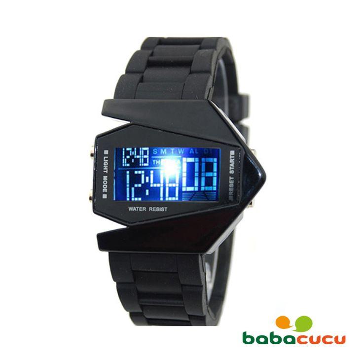 <p> Jam tangan dengan sentuhan fashion yang elegan. Desainnya memberikan tampilan yang futuristik, menjadikan jam tangan ini pilihan yang tepat untuk berbagai kesempatan. Material karet pilihan yang menjadi bahan dasar strap jam tangan ini memiliki daya tahan yang kuat sehingga dapat digunakan untuk waktu yang panjang. Warna hitamnya memberikan sentuhan elegan; menjadikannya pilihan yang tepat untuk dipakai sehari-hari, ataupun dijadikan hadiah untuk orang terdekat Anda.</p>