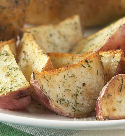 Recipe for Easy Dill Roasted Red Potatoes - Roasted potatoes is an easy, delicious side dish especially when roasted alongside your chicken, beef or pork roast. The herbs used to season these potatoes are sure to make them stand above regular old spuds.