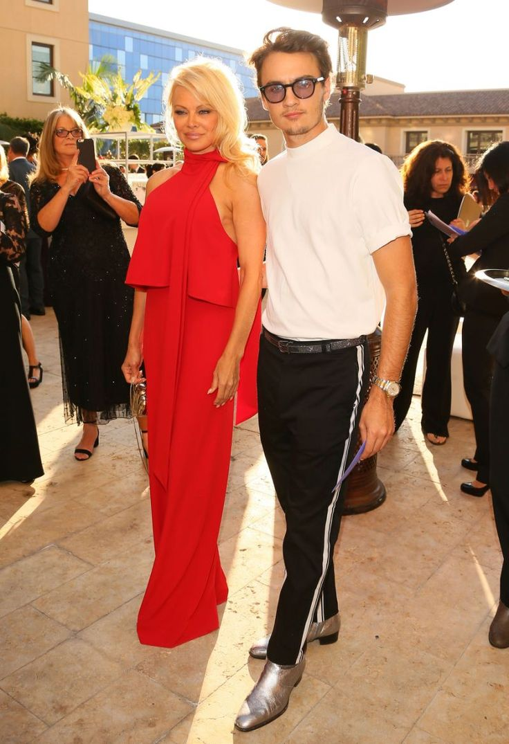 Pamela anderson tommy lee wedding bands - Proud Mom Pamela Anderson Hits The Red Carpet With 21 Year Old Son Brandon