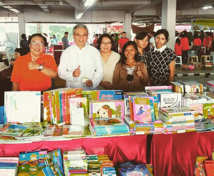 With Vicjen KAJ at the Regina Caeli bazaar. . . . . . #littlebookwormonline @littlebookwormonline
