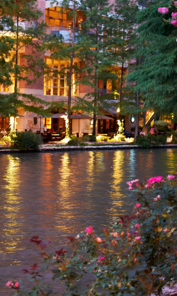 River Walk. San Antonio, Texas. Photo by Andy New. >>> I'd love to go back here!