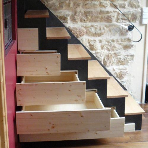 Ebéniste agenceur Lyon 69 - aménagement sous escaliers sur mesure : placards, rangements