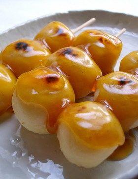 豆腐+粉だけ!やゎやゎみたらし団子 http://cookpad.com/recipe/431733 作ってみた。豆腐の味が残っているけど、柔らかくておいしい。何より、超簡単。