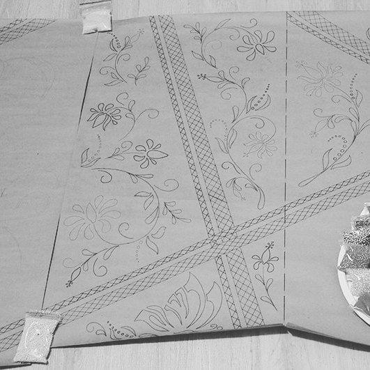 """1/21 Всё! Начинаю личную авантюру :) участвую в #вышивай_подарокполучай постараюсь успеть за 21 день сделать первую часть своего мега-проекта (в итоге хочу собрать шторы с прозрачными вышитыми вставками). И попробую на собственном опыте испытать эффект """"достижения цели"""" )))) #вышивка #люневильскаявышивка #handwork #lunevilleembroidery #embroideryart #шторы #себелюбимой"""