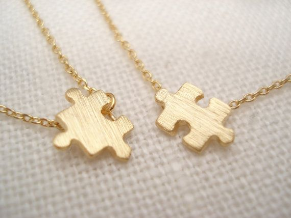 Een paar kleine goud puzzel kettingen... van blueJboutique7 op Etsy