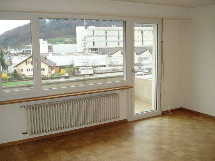 Gemütliche und günstige 3-Zimmerwohnung  Ab 01. Juli 2016 oder nach Vereinbarung vermieten wir eine günstige 3-Zimmerwohnung im 1.OG mit Balkon.   ruhiges, freundliches Wohnquartier  Wohnzimmer mit Parkett Schlafzimmer mit Laminat (wird neu erstellt) Kinderzimmer mit Laminat (wird neu erstellt) Balkon Estrich und Kellerabteil  Autoabstellplatz ist keiner vorhanden  @Homegate Inserat: http://www.homegate.ch/mieten/105654611?4