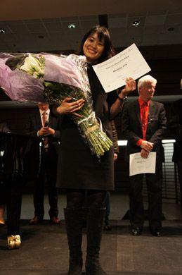 紫舟さんが書道家初、フランスの伝統絵画をおさえて書で金賞を受賞! | 「書家・紫舟さんのパリ作品展示サポートプロジェクト」の活動報告 | HAPPY PLUS ART