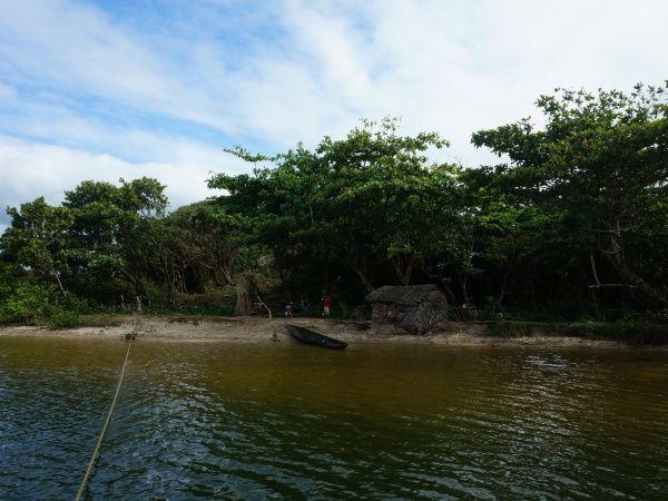 River crossing betwen Ampanavoana and Fampotakely 007.jpg