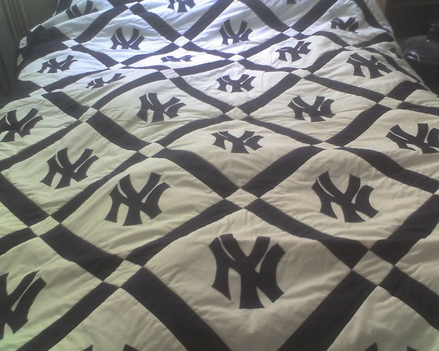 Ny Yankees Quilt Not A Yankee Fan But I Bet I Could