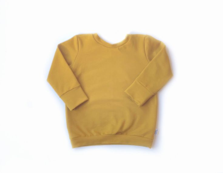 This unisex baby and toddler jumper is made from high quality sweatshirt jersey cotton, making them perfect for delicate skin. Designed with your rapidly growing baby or toddler in mind, the cuffs...